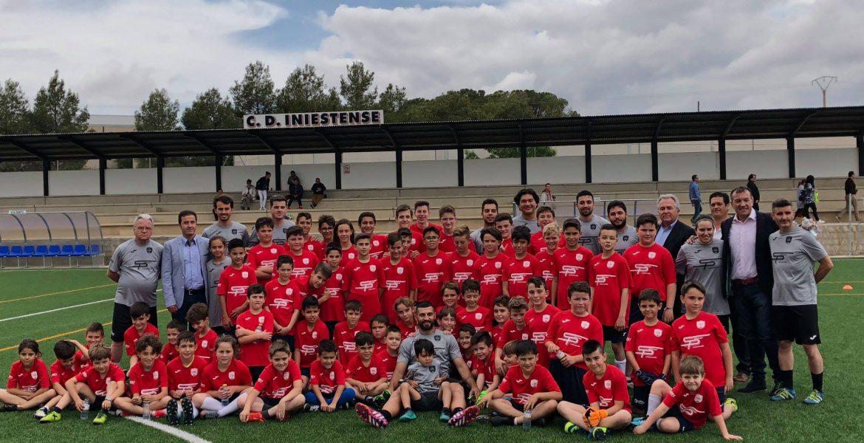 Raúl Albiol presentó en Iniesta su primer Campus de Verano