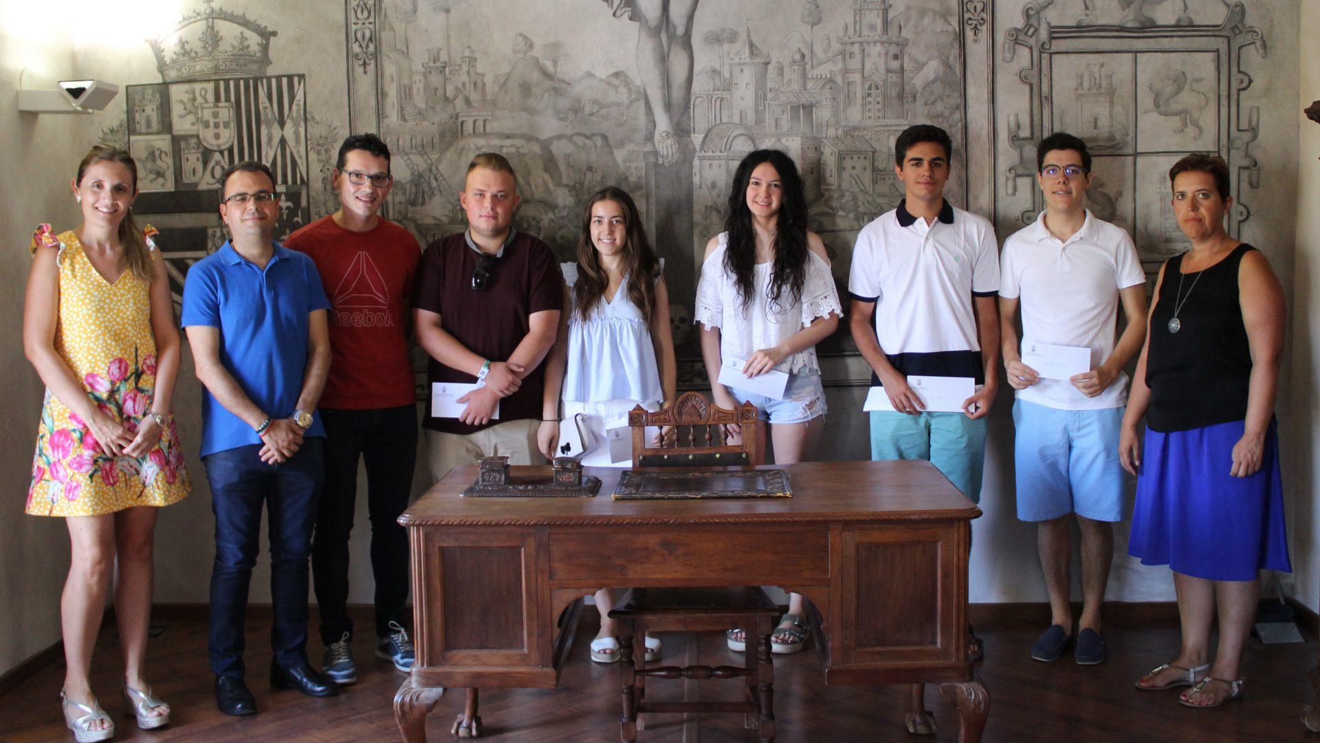 Iniesta otorga 13 becas a los mejores expedientes del IES 'Cañada de la Encina'