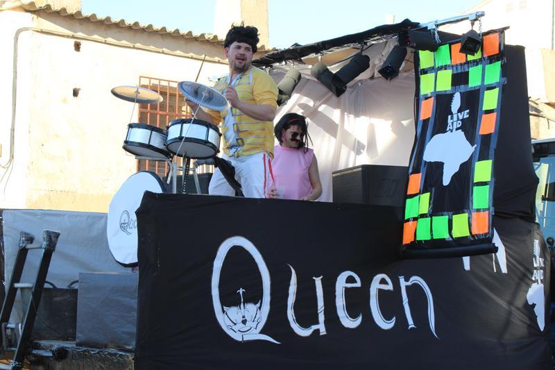 Queen también reina en el carnaval de Iniesta