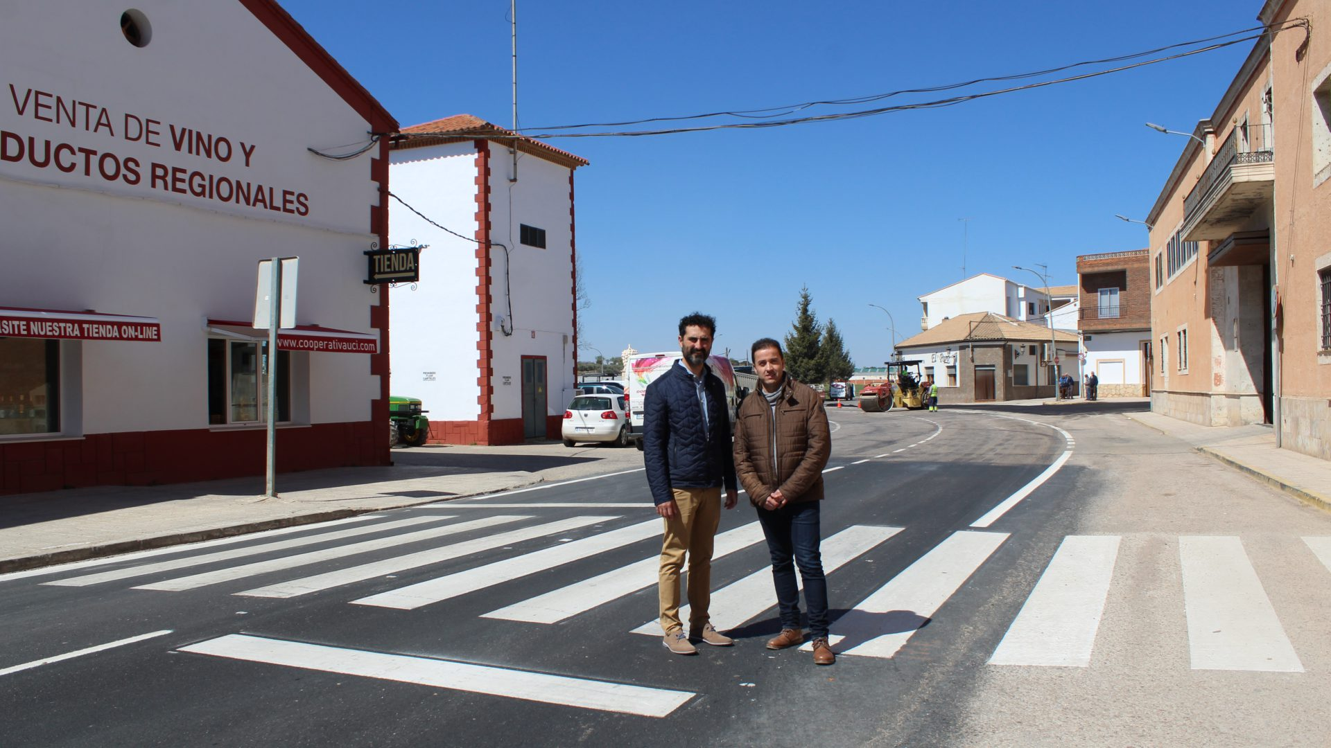 Avanzan a buen ritmo las obras de fresado de la travesía de Iniesta