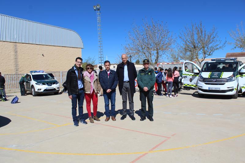 El subdelegado del Gobierno en Cuenca asiste a una exhibición de la Guardia Civil en el IES Cañada de la Encina de Iniesta
