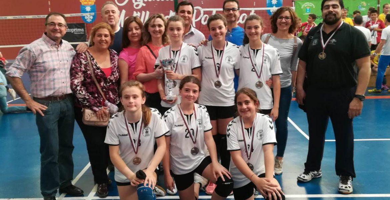 EL Ayuntamiento de Iniesta costeará el viaje de sus alevines de voleibol al Campeonato de España