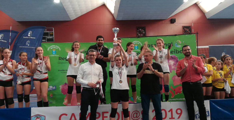 El alevín de voleibol de Iniesta, campeón de CLM y clasificado para el Campeonato de España