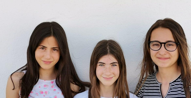 Un grupo de alumnas del CEIP San Gil Abad de Motilla del Palancar, ganadoras del concurso nacional 'Jóvenes Reporteros para el Medio Ambiente'