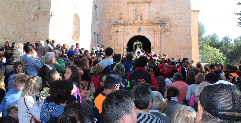 Cientos de romeros auparon a su Virgen por el camino a Consolación